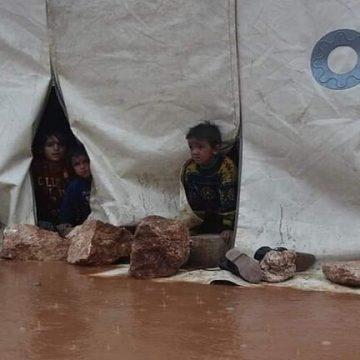 سوريا.. السيول تحول مخيمات النازحين إلى مستنقعات