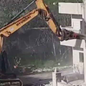 بالفيديو ـ جرافات الاحتلال تهدم منزل المقدسي فادي عليان مسؤول الحراسة في المسجد الأقصى