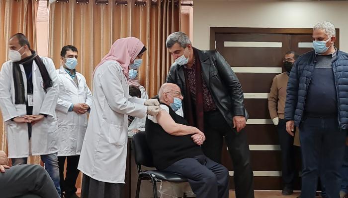 انطلاق حملة التطعيم بلقاح كورونا في غزة