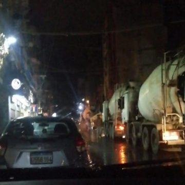 بالفيديو: شاحنات باطون تعمل خارج الدوام الرسمي في محلة المزرعة